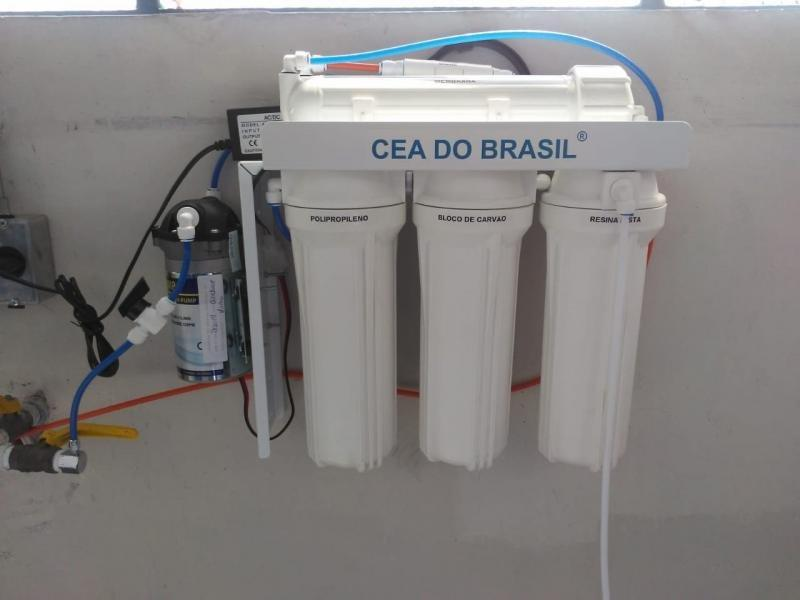 Desmineralizador de água para laboratório